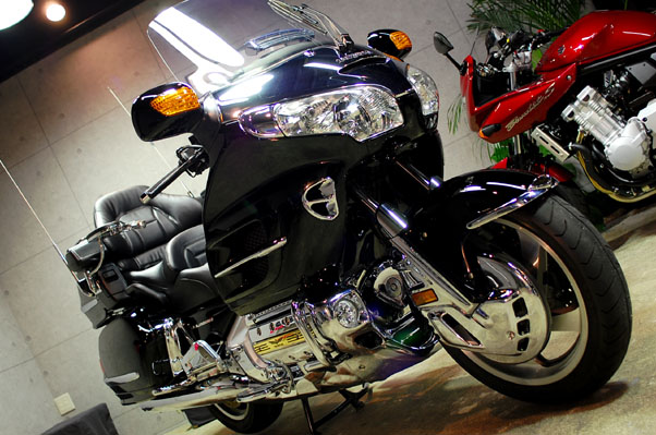 �z���_GOLDWING�̃K���X�R�[�e�B���O